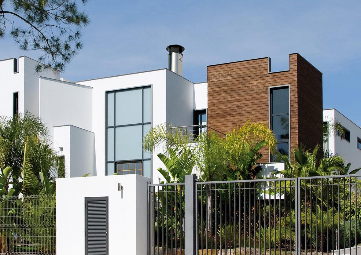 cheminees poujoulat du design sur le toit avec optimale fpa. Black Bedroom Furniture Sets. Home Design Ideas
