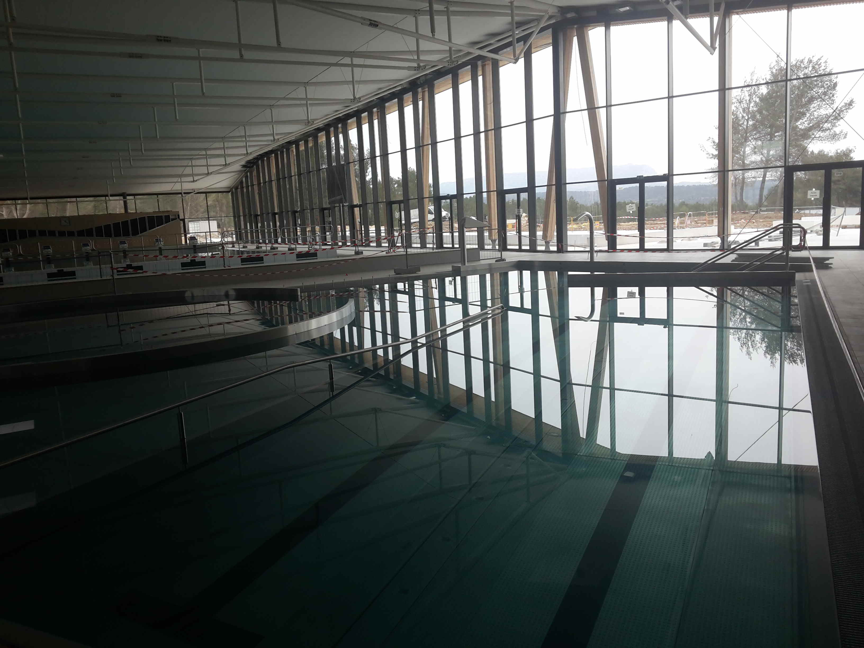 Spie batignolles mise en eau du centre aquatique de for Piscine venelles