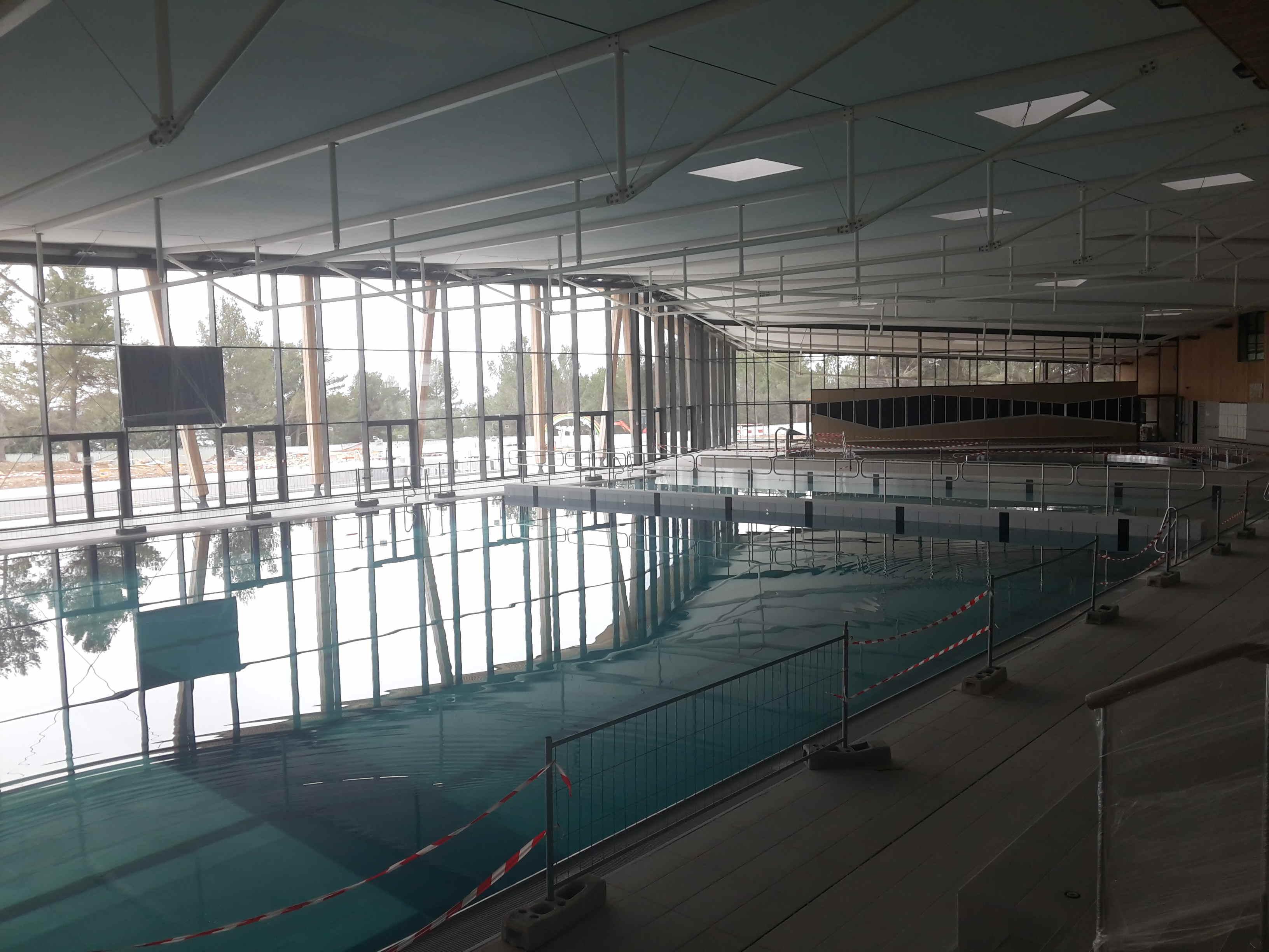 Spie batignolles mise en eau du centre aquatique de for Cash piscine venelles