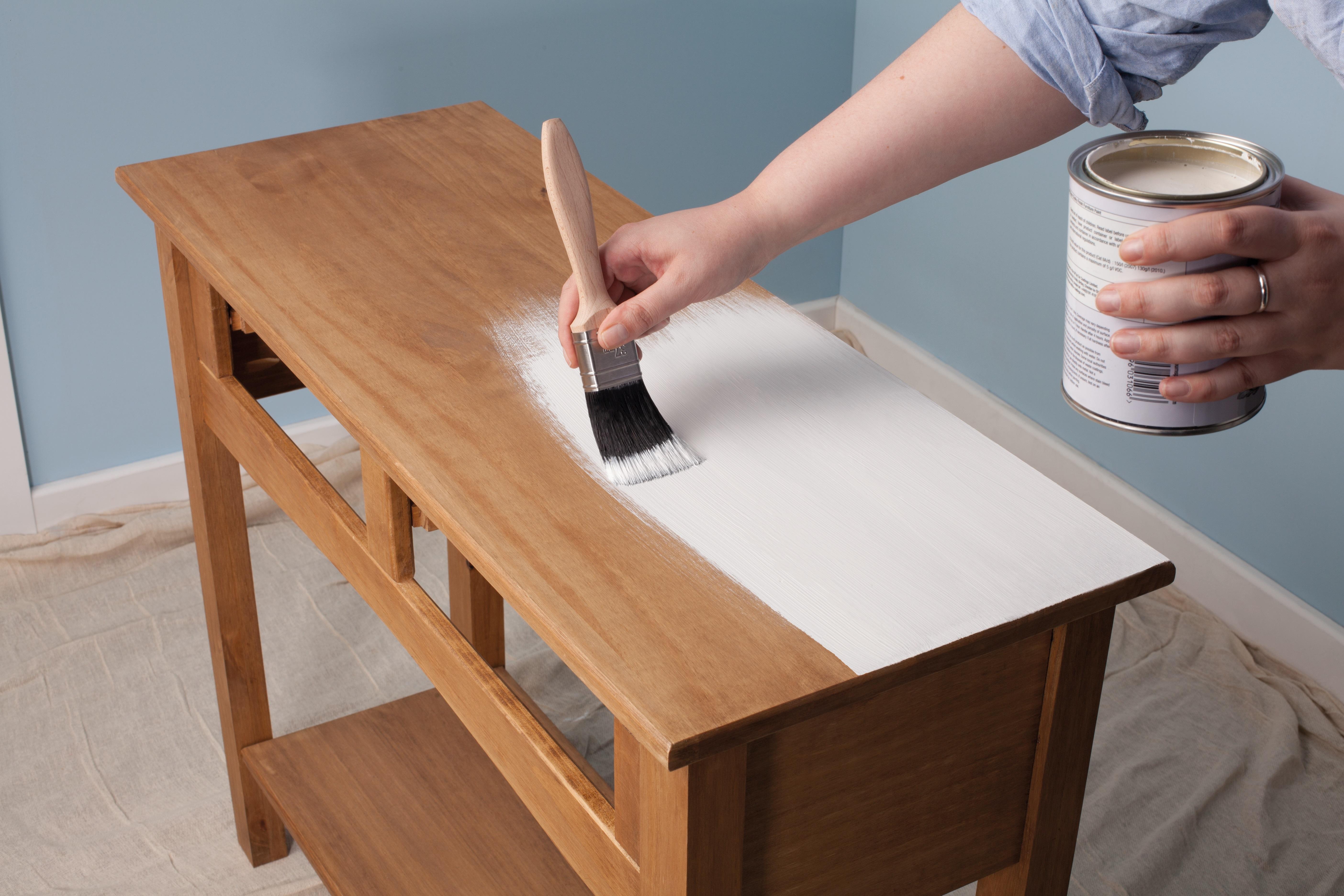 Un Buffet A L Aspect Patine Avec La Peinture Pour Meubles Effet Poudre Rust Oleum Fpa