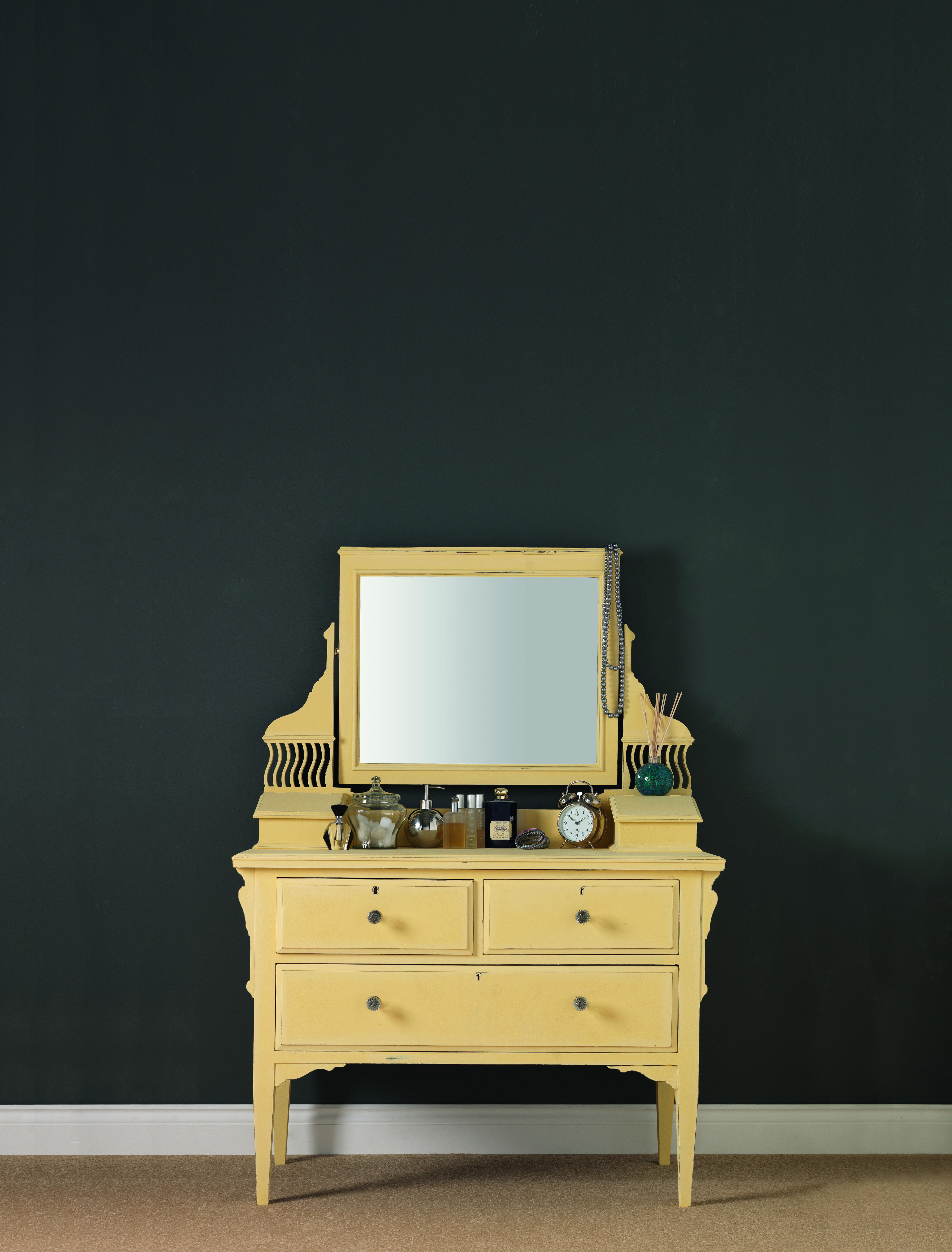 Peinture Pour Customiser Meuble Bois un effet poudré et des meubles relookés en une seule couche